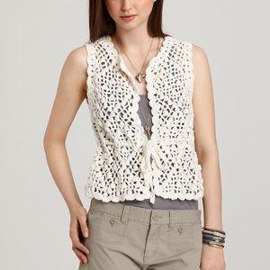 🌷 Juicy Couture crochet vest